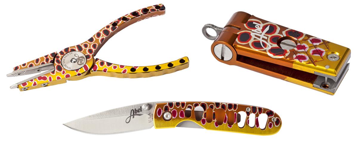 Die Abel Zangen, Messer, Nipper, Zinger, und Hybrid Hemostats sind bei Flyfishing Europe im Fliegenfischen Onlineshop auch in ansprechenden Fish Skin Designs erhältlich.