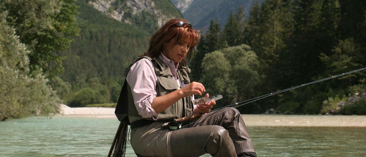 Mirjana Pavlic fischt mit der Trockenfliege