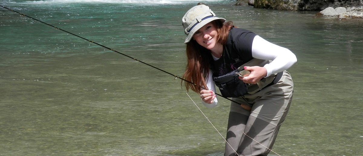 Fischen mit passender Bekleidung von Simms macht Frauen Spaß, und erfolgreich sind sie auch! Flyfishing Europe