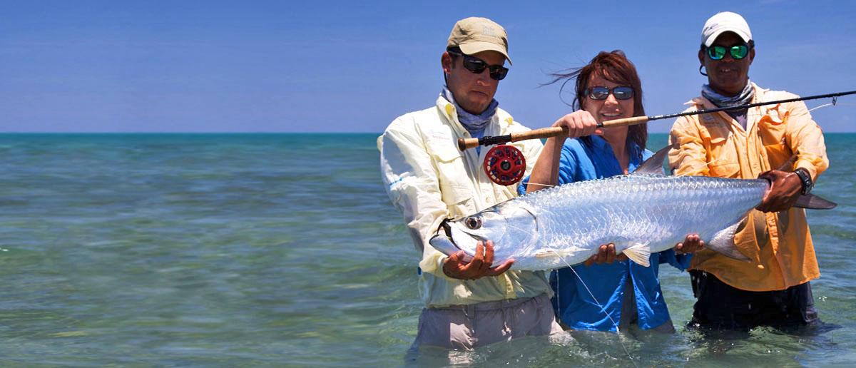 Mirjana Pavlic mit einem Tarpon, gefangen auf Cuba mit einer Nautilus NV-G und einer Winston Fliegenrute.