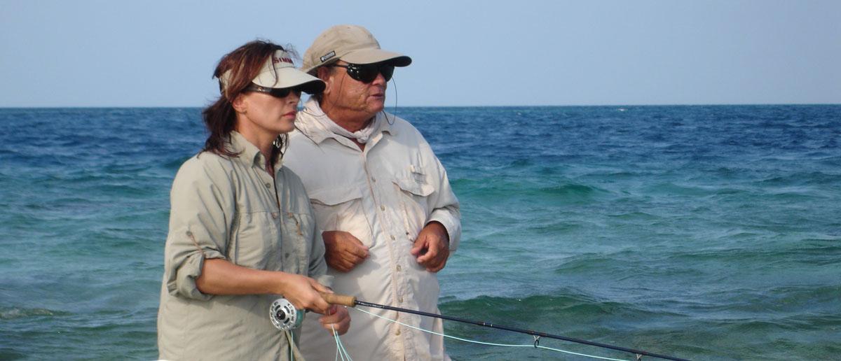 Mirjana Pavlic beim Fischen in der Karibik, hier ist Sonnenschutz von Simms besonders wichtig