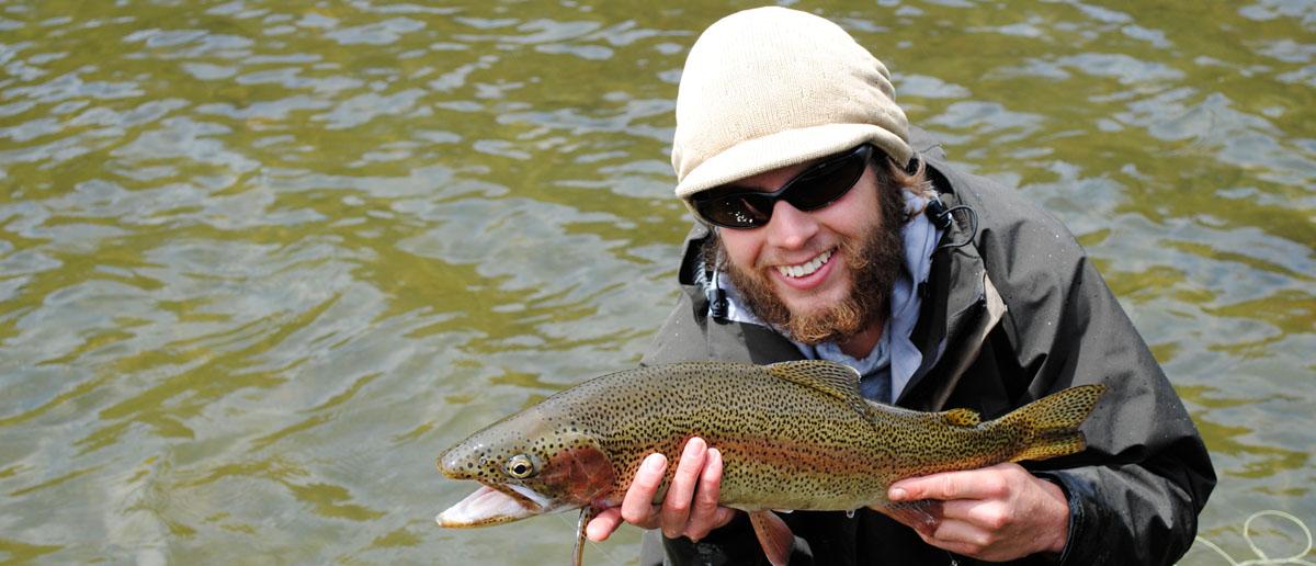Perfekte Sicht auf den Fisch - Quattro Polarisationsbrillen haben das gezielte Befischen dieser schönen Regenbogenforelle ermöglicht