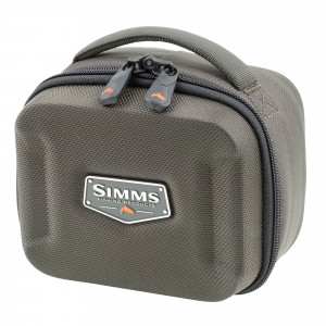 Simms Bounty Hunter Reel Case Rollentasche small