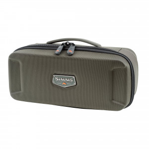 Simms Bounty Hunter Reel Case Rollentasche medium