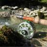 Ein ruhiger Moment am Wasser - auch zu einer Burkheimer Fliegenrute passt die Mirjana Pavlic´s MP Limited Edition Fliegenrolle zum Fliegenfischen bei Flyfishing Europe