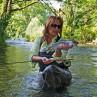 Mirjana Pavlic beim Fliegenfischen mit der Winston Boron MP1